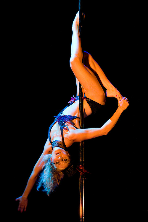 Lundi 14 Septembre 2009. Paris, France..Premiere competition Officielle de Pole Dance en France..20eme Theatre (Paris 20eme)..Laurence Hilsum (Championne Femme)