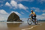 bicyling Oregon Coast, Cannon Beach, Haystack rock,