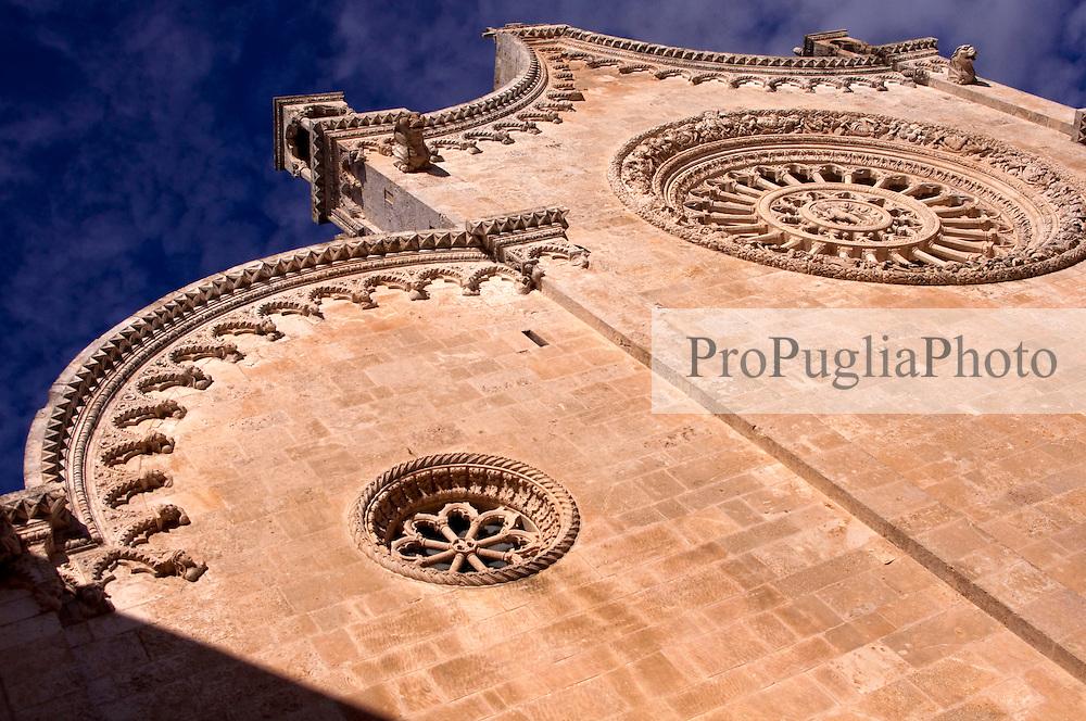 inquadratura angolata della cattedrale di ostuni