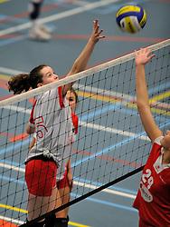 18-02-2012 VOLLEYBAL: GEMINI S MB1 - SMASHING 72 MB1: HILVERSUM<br /> Gemini Meisjes B Topklasse A winnen met 3-0 van Smashing / Jeugd<br /> ©2012-FotoHoogendoorn.nl