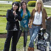 NLD/Haarzuilens/20120425 - Opening tentoonstelling Bruidjes van de Haar, Belinda Meuldijk, Laura Fygi, Daphne Deckers