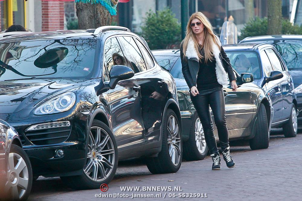 NLD/Amsterdam/20110302 - Estelle Gullit - Cruijff aan het winkelen met dochter