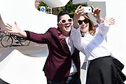Cast Orange Is the New Black op Museumplein om een selfie te maken.<br /> <br /> Cast Orange Is the New Black on Museumplein to take a selfie.<br /> <br /> op de foto / On the photo: <br /> <br />  Lea DeLaria & Yael Stone