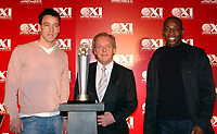 Fotball<br /> Launch of FIFPro World X1 players awards in London<br /> John Terry, Louis Boa Morte and Gordon Taylor stand with the FIFPro trophy<br /> 2. mars 2005<br /> Foto: Digitalsport<br /> NORWAY ONLY