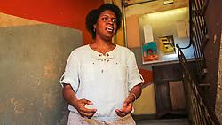 """PORTO ALEGRE, RS, BRASIL, 21-01-2017, 13h10'02"""":  Desiree dos Santos, 32, no Matehackers Hackerspace da Associação Cultural Vila Flores, no bairro Floresta da capital gaúcha. A  Consultora de Desenvolvimento de Software na empresa ThoughtWorks fala sobre as dificuldades enfrentadas por mulheres negras no mercado de trabalho.(Foto: Gustavo Roth / Agência Preview) © 21JAN17 Agência Preview - Banco de Imagens"""