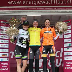 07-04-2016: Wielrennen: Energiewachttour vrouwen: Winsum<br /> WINSUM (NED) wielrennen <br /> De tweede etappe in de Energiewacht rond Winsum werd door de wind een zware etappe. Leiderstruien witte trui Floortje Mackay, Geletrui Chantal Blaak, Oranjetrui Romy Kasper