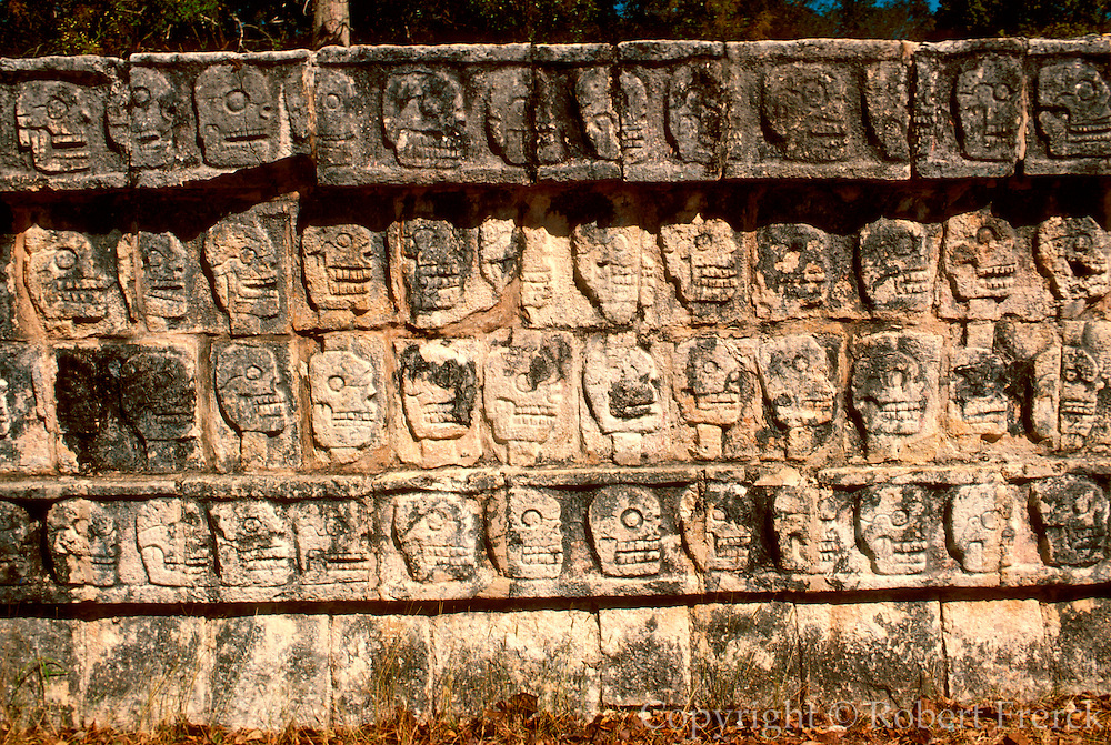 MEXICO, MAYAN, YUCATAN Chichén Itzá; Tzompantli Temple