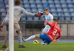 Daniel Stenderup (Hvidovre IF) forsøger at blokere afslutning fra Jeppe Kjær (FC Helsingør) under kampen i 1. Division mellem Hvidovre IF og FC Helsingør den 15. september 2020 på Pro Ventilation Arena, Hvidovre Stadion (Foto: Claus Birch).
