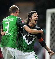 Fotball<br /> Tyskland<br /> 15.01.2011<br /> Foto: Witters/Digitalsport<br /> NORWAY ONLY<br /> <br /> 2:1 Jubel v.l. Petri Pasanen (Werder), Torschuetze Torsten Frings<br /> Bundesliga, SV Werder Bremen - TSG 1899 Hoffenheim