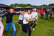 17-05-2015 NGF Competitie 2015, Hoofdklasse Heren - Dames Standaard - Finale, Golfsocieteit De Lage Vuursche, Den Dolder, Nederland. 17 mei. Heren Noordwijkse:  feesten na de overwinning.
