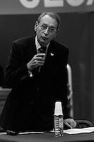 Bertrand  Delanoë (maire de Paris de 2001 à 2014) donne un compte-rendu de son mandat, Paris 8ème / 2004.