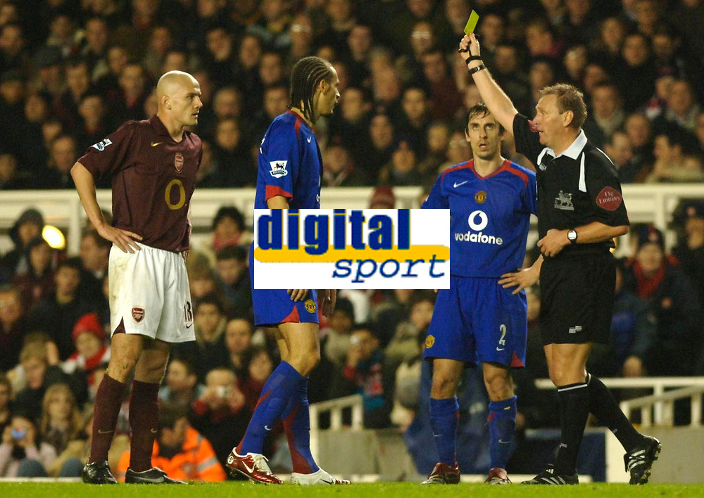 Photo: Daniel Hambury.<br />Arsenal v Manchester United. The Barclays Premiership.<br />03/01/2006.<br />Arsenal's Pascal Cygan is booked by referee Graham Poll.