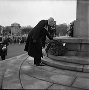 09/11/1958<br /> 11/09/1958<br /> 09 November 1958<br /> Guinness employees at commemoration ceremony at Islandbridge.<br /> British ex-servicemen  employed at Guinness attend a laying of the wreath ceremony in the Garden of Remembrance, Islandbridge, Dublin.