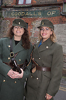 Sisiters Terri and Anya Gerathy from Dublin enjoying the Easter Monday 1916 commemorations of Moore Strret.<br />Pic:Mark Condren<br />28.3.2016