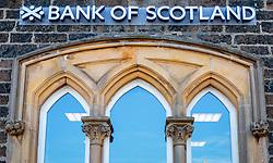 THEMENBILD - Aussenansicht einer Filiale der Bank of Scotland mit Logo und Schriftzug, Portree, Schottland, aufgenommen am 10.06.2015 // Exterior view of a branch office of the Bank of Scotland with Logo and Lettering, Portree, Scotland on 2015/06/10. EXPA Pictures © 2015, PhotoCredit: EXPA/ JFK