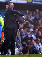 Fotball<br /> Premier League 2004/05<br /> Portsmouth v Newcastle<br /> 19. mars 2005<br /> Foto: Digitalsport<br /> NORWAY ONLY<br /> Newcastle's Graeme Souness shows his dissapointment at his sides performance.
