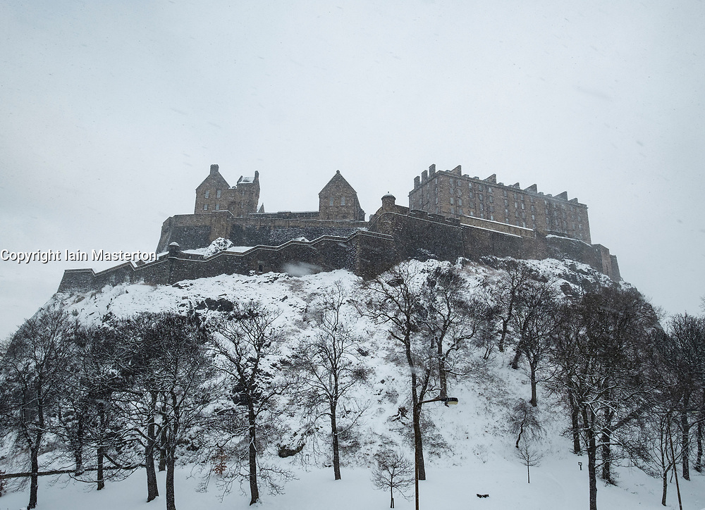 Edinburgh, Scotland, United Kingdom, 1 March, 2018. Heavy snowfalls continue across the city from the storm known as The Beast from the East. Most shops are closed and transport services have been cancelled. Pictured, Edinburgh Castle seen during a blizzard.