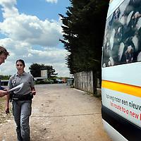 Frankrijk Lieusaint,21 mei 2015.<br /> Stichting AAP die zich inzet voor opvang en welzijn van verwaarloosde dieren waaronder diverse apensoorten haalt nu verwaarloosde 2 tijgers en 2 leeuwen op bij een failliete circus in het plaatsje Lieusaint in de buurt van Parijs om ze vervolgens een betere toekomst te geven in opvangcentrum Primadomus in de buurt van Alicante Spanje<br /> Op de foto: David van Gennep, oprichter van Stichting AAP controleert nog 1x de papieren samen met de autoriteiten voordat de roofdieren op transport worden gezet naar hun nieuwe onderkomen in Spanje.<br /> <br /> <br /> <br /> Foto: Jean-Pierre Jans