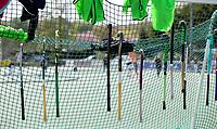 DEN HAAG - HOCKEY - Illustratie hockeysticks in het net van een hockeygoal.  -  COPYRIGHT KOEN SUYK