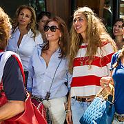 NLD/Amsterdam/20140613 - Leco van Zadelhoff organiseert samen met Beau Monde Beau Bateau een vaartocht met vriendinnen, Leontien Borsato - Ruiters en Estelle Cruijff