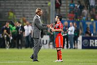 FOOTBALL - UEFA CHAMPIONS LEAGUE 2011/2012 - GROUP STAGE - GROUP F - OLYMPIQUE DE MARSEILLE v BORUSSIA DORTMUND - 28/09/2011 - PHOTO PHILIPPE LAURENSON / DPPI - JURGEN KLOPP (DORTMUND COACH) / MATHIEU VALBUENA (OM) AT THE END OF THE MATCH