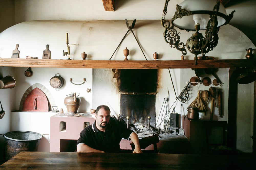 05 JUL 2001 - Mordano (Bologna) - Carlo Lucarelli, scrittore, a casa :-: Italian writer Carlo Lucarelli at home