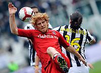 Fotball<br /> Italia<br /> Foto: Insidefoto/Digitalsport<br /> NORWAY ONLY<br /> <br /> Mauro German Camoranesi (Juventus) e Davide Biondini ( Cagliari)<br /> <br /> 11.04.2010<br /> Juventus v Cagliari<br /> Campionato di Serie A Tim 2009-10.