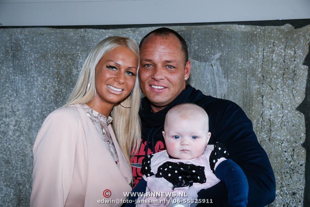 NLD/Loosdrecht/20130221 - Perspresentatie RTL programma Huisje Boompje Barbie, Samantha de Jong en partner Michael van der Plas en dochter Angelina