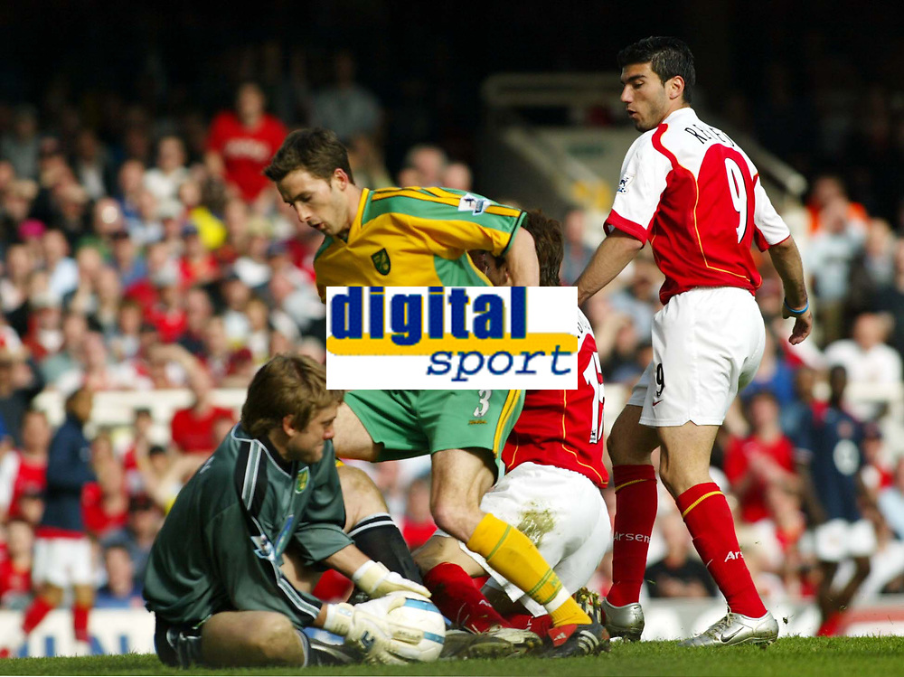 Photo. Chris Ratcliffe, Digitalsport<br /> Arsenal v Norwich City. Barclays Premiership. 02/04/2005<br /> Robert Green and Adam Drury of Norwich just manage to keep this effort from Jose Antonio Reyes out