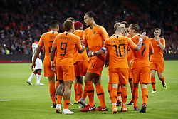 (L-R) Kenny Tete of Holland, Memphis Depay of Holland, Ryan Babel of Holland, Virgil van Dijk of Holland, Wesley Sneijder of Holland, Daley Blind of Holland, Ruud Vormer of Holland, Matthijs de Ligt of Holland during the International friendly match match between The Netherlands and Peru at the Johan Cruijff Arena on September 06, 2018 in Amsterdam, The Netherlands