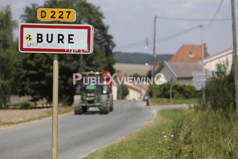 """Im lothringischen Bure plant die französische Regierung ein Endlager für radioaktive Abfälle einzurichten. Dagegen gibt es zum Teil heftigen Widerstand, vor allem von der vor Ort ansässigen und aktiven Bürgerinitiative """"Bure Zone Libre"""", die im Ort ein Widerstandshaus unterhält. <br /> <br /> Ort: Bure<br /> Copyright: Andreas Conradt / PubliXviewinG<br /> Quelle: PubliXviewinG"""