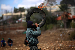 08.10.2015, Ramallah, PSE, Gewalt zwischen Palästinensern und Israelis, im Bild Zusammenstösse zwischen Palästinensischen Demonstranten und Israelischen Sicherheitskräfte // A Palestinian protester carries a burning tire during clashes with Israeli security forces in Beit El, near the West Bank city of Ramallah. New violence rocked Israel and the Israeli occupied West Bank, including an incident in which men thought to be undercover Israeli police opened fire on Palestinian stone throwers they had infiltrated, wounding three of them, Palestine on 2015/10/08. EXPA Pictures © 2015, PhotoCredit: EXPA/ APAimages/ Shadi Hatem<br /> <br /> *****ATTENTION - for AUT, GER, SUI, ITA, POL, CRO, SRB only*****