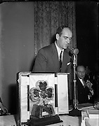 16/11/1952<br /> 11/16/1952<br /> 16 November 1952<br /> Johnny Carey, Irish soccer captain, receiving trophy in honour of his 25 caps for Ireland at the Royal Hibernian Hotel. Mr. Carey speaking after receiving his award at the reception.