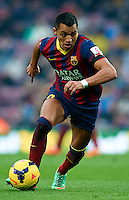 BARCELONA, SPAIN - FEBRUARY 01:  Alexis Sanchez of FC Barcelona runs with the ball during the La Liga match between FC Barcelona and Valencia CF at Camp Nou on February 1, 2014 in Barcelona, Spain.  (Photo by Manuel Queimadelos Alonso/Getty Images)