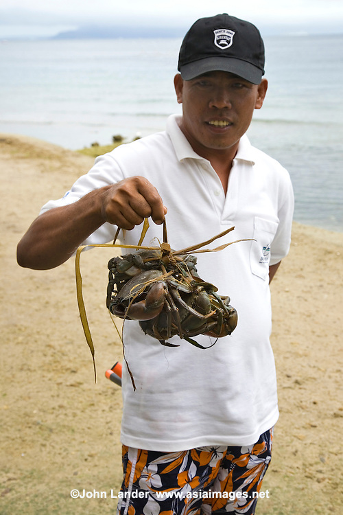 Food in Puerta Galera means seafood fresh from the sea such as these crabs straight out of the ocean.