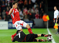 Fotball<br /> Foto: DPPI/Digitalsport<br /> NORWAY ONLY<br /> <br /> FOOTBALL - UEFA CHAMPIONS LEAGUE 2009/2010 - GROUP H - STANDARD DE LIEGE v OLYMPIACOS FC - 04/11/2009<br /> <br /> AXEL WITSEL (STA) / LUCIANO MARTIN GALLETTI (OLY)