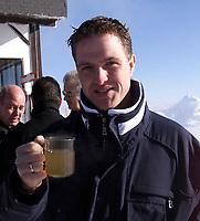 Motor: 08.12.2001 Ellmau, Østerreich, <br />Der Forme-1 Pilot Ralf Schumacher am Samstag (08.12.2001) bei einem PR-Termin des Formel-1 Team BMW-Williams am Wilden Kaiser im Brixental. <br />Foto: Digitalsport