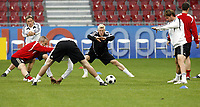 GEPA-1106085954 - KLAGENFURT,AUSTRIA,11.JUN.08 - FUSSBALL - UEFA Europameisterschaft, EURO 2008, Nationalteam Deutschland, Abschlusstraining. Bild zeigt Bastian Schweinsteiger (GER).<br />Foto: GEPA pictures/ Oskar Hoeher
