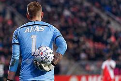 23-11-2019 NED: FC Utrecht - AZ Alkmaar, Utrecht<br /> Round 14 / Marco Bizot #1 of AZ Alkmaar, ball, tattoo