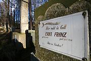 Nova Role (Neurohlau)/Tschechische Republik, CZE, 14.12.06: Sudetendeutsche Gräber auf dem örtlichen Friedhof der Stadt Nova Role (Neurohlau) in der Nähe von Karlovy Vary (Karlsbad).<br /> <br /> Nova Role (Neurohlau)/Czech Republic, CZE, 14.12.06: Graves of Sudeten Germans at the cemetary of the city Nova Role close to Karlovy Vary (Karlsbad).