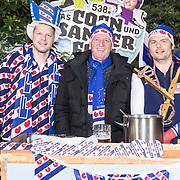 NLD/Hilversum/20171108 - Kick-off van Das Coen und Sander Fest, Coen Swijnenberg en Sander Lantinga openen de verkoop met Piet Paulusma