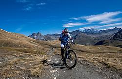 15-09-2017 ITA: BvdGF Tour du Mont Blanc day 6, Courmayeur <br /> We starten met een dalende tendens waarbij veel uitdagende paden worden verreden. Om op het dak van deze Tour te komen, de Grand Col Ferret 2537 m., staat ons een pittige klim (lopend) te wachten. Na een welverdiende afdaling bereiken we het Italiaanse bergstadje Courmayeur. Marcos