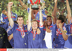 © Peter S. Bennett/Sporting Pictures/ABACA. 19427-1. Rotterdam-Holland, 2/7/2000. French Players, Zinedine Zidane, Didier Deschamps, Marcel Desailly and Thierry Henry celebrate their victory vs Italy in the final of Euro 2000, European Football championship.