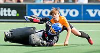 AMSTELVEEN - NK Schoolhockey. Finale Jongens Jong, tussen Rijnlands Lyceum Wassenaar en Gymnasium Hilversum. .  Gym H'sum (blauwe shirts) wint de titel na shoot outs. . COPYRIGHT KOEN SUYK