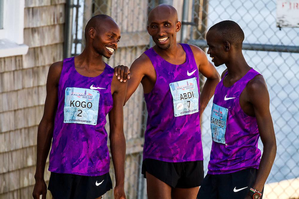 Kogo Abdi and Sambu joke around together before race