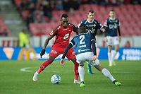 Fotball<br /> 04.11.2018<br /> Eliteserien <br /> Brann Stadion<br /> Brann - Strømsgodset<br /> Daouda Bamba (L) , Brann<br /> Mounir Hamoud (3R) , Henning Hauger (2R) og Mustafa Abdellaoue (R) , Strømsgodset<br /> Foto: Astrid M. Nordhaug
