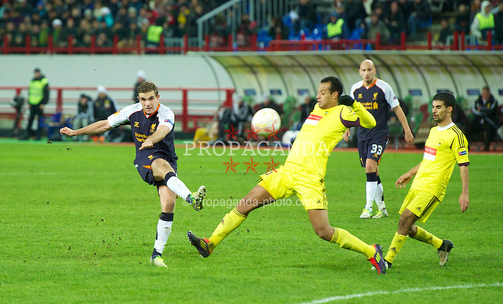 MOSCOW, RUSSIA - Thursday, November 8, 2012: Liverpool's Jordan Henderson sends his shot high and wide against FC Anji Makhachkala during the UEFA Europa League Group A match at the Lokomotiv Stadium. (Pic by David Rawcliffe/Propaganda)