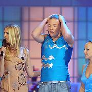NLD/Hilversum/20070302 - 8e Live uitzending SBS Sterrendansen op het IJs 2007 de Uitslag, Thomas Berge en schaatspartner Nina Ulanova, hoort geemotioneerd de uitslag