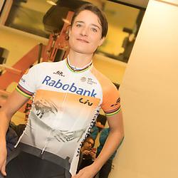 PAPENDAL (NED) wielrennen<br /> Het Rabobank-Liv vrouwenteam en het Developmentteam werden op Papendal voorgesteld. Marianne Vos hoopt snel weer deel uit te maken van het peloton. Maar op welke termijn wou de Olympisch Kampioene nog niet zeggen