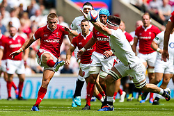 Tom Curry of England attempts to charge down the clearance from Gareth Anscombe of Wales - Rogan/JMP - 11/08/2019 - RUGBY UNION - Twickenham Stadium - London, England - England v Wales - Quilter Series.